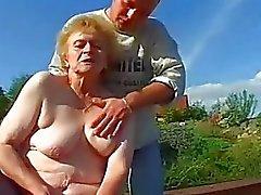 Very Old Lady In çorap Big Dick alır