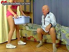 Opa krijgt een leuke sexy tijd hebben