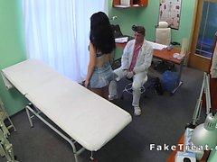 Doktor sexy hastada üzerinde bükük sikikleri
