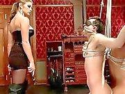Extremen Fantasie von Mädchens gefesselt und Doppel