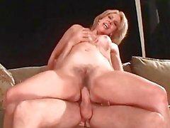 Lutka blondi saa fucked