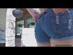 Squirty peituda Cowgirl Masturbates Em Courtyard