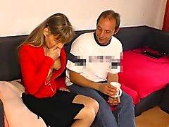 HausfrauFicken - Tedesco casalinga matura in scopata hardcore.Il