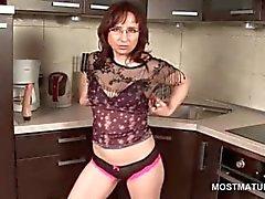 Mutfak zemin Mastürbasyon awesome ev hanımı