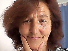 Nonnina da cucire vanta equitazione galletto