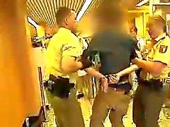 Junge polizistin Mütze EINEN geilen Arsch - heiße Polizei Arsch
