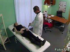 Doctor güvenlik kameralar yaptığı hastayı kahrolası