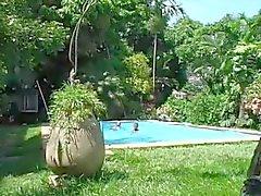 Latina Ragazzi e grossi pezzi Alla piscina 2