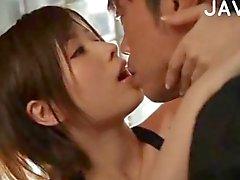 Busty japansk flicka är passionerade älskare