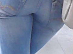 Tekrar arapça kız sıkı kot pantolonlarında