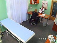 Sahte hastane doktoru tarafından banged sat kadın