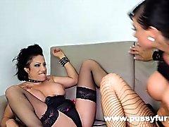 Gigi Love und Suhaila Hard, in einem heißen big boobs lesbischen Video