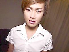 Küçük Tai ladyboy modellerini onu popo dövme