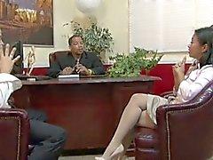 Lyckliga Starr moget sekreteraren gangbanged Andra kontors- kamrater