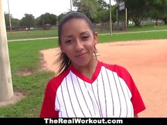 TheRealWorkout - Latine Busty aime jouer avec des boules