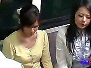 femme dur Triolisme baise par le pilote de sur le bus 1