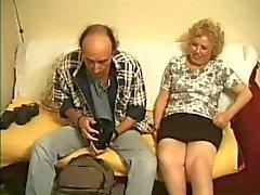 British granny åtnjuter en photoshoot