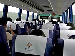 Total Mütter masturbiert auf chinesische Bus