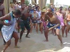 Sahilde Sıcak Dans Evi - nilakshiwani-co