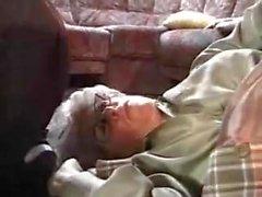 Hotmoza - Avrupa Büyükanne Vahşi Gidiyor