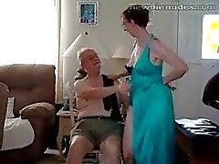 Eski büyükanne stripts