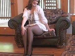 Sexy MILF afstappen in naadloze panty