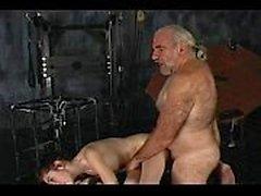 vieil homme offre la douleur et le plaisir Midnite
