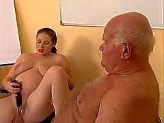 Büyükbaba hamile genç sikikleri