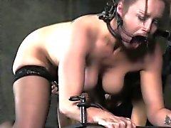 Dominadora castiga a amordazaron maduros sumiso