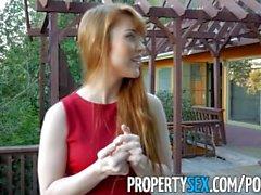 PropertySex - Redhead Immobilienmakler genießt Durchführung sexuelle Gefälligkeiten