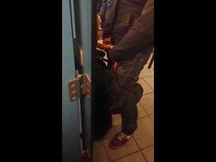 туалетные Мальчиков в клипах Action