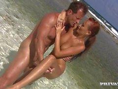 Redhead Claudia Anal Seks Tropik Beach İşte Oluyor