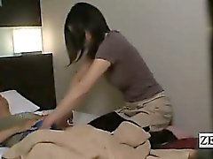 Tekstitetty japanilaiset hotelli MILF hieronta erektiota altistumisen