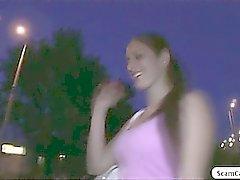 Gorgeous Mira se golpean por a un agente