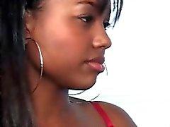 Sinnliche Ebonies küssen und saugen big boobs