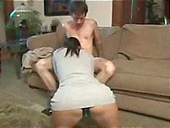 Busty brunett Kimberly Kole äter sin kuk och blir plöjt