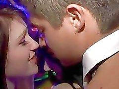 Waiter baiser on embrassant l'autre
