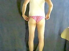 Pantyboy bei rosa Höschen .