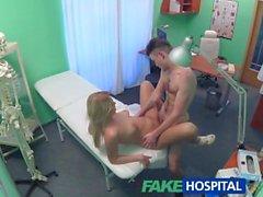 FakeHospital Studs Schwanz macht sexy Krankenschwester cum