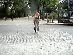 nuer sous sa manteau transparente Le