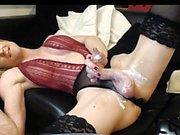Большие сиськи транссексуал в розовом белье подергивания