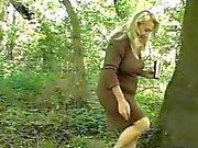 Ormanda chunky Granny'nin Kıllı Amcık Becerdin