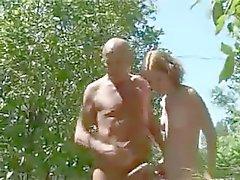Adolescente alla francese con una Anziani uomo
