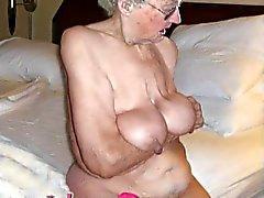 IloveGranny Alt gerunzelt grannies mit der ihre haarige Pussy