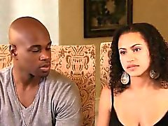Le couple interracial découvre les secrets de la masturbation