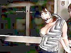 Povekas tyttö Mouthgag Stripping pääset sidoksissa Pussy on stimuloitu täristimellä Vankityrmä
