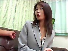 Kaunis aasialainen Businesswoman perseestä