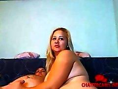 Gigantesco biondo Ciccione dà una sega di webcam