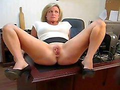 Fångats leka med sin mus straff för sekreteraren