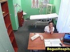 Üniform hemşire doktorlar horoz üfleme